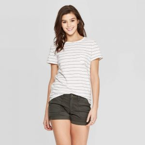 woman wearing a linen t-shirt and shorts